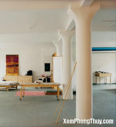 Columns in Large Loft Room