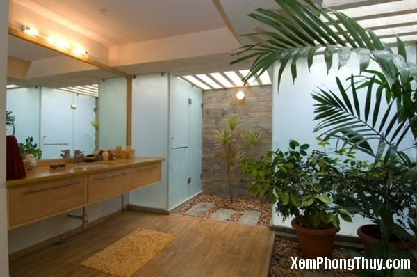 interior-courtyard-bathroom-665x441