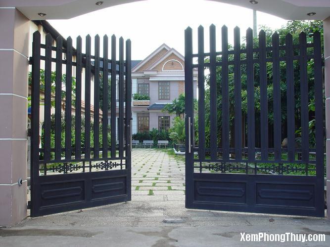Image result for cổng và cửa chính không thẳng nhau