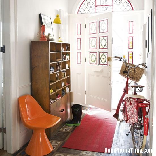hallway-shoe-storage