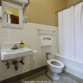 4121929-bathroom0231977402-fd86